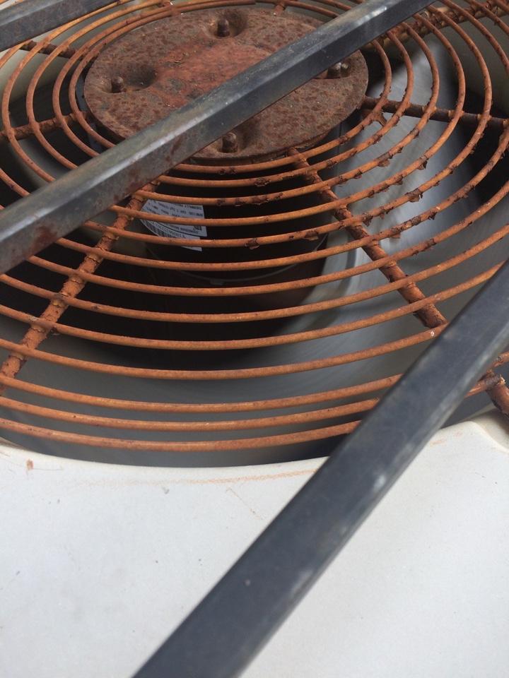 Alvin, TX - Replaced condenser fan motor.