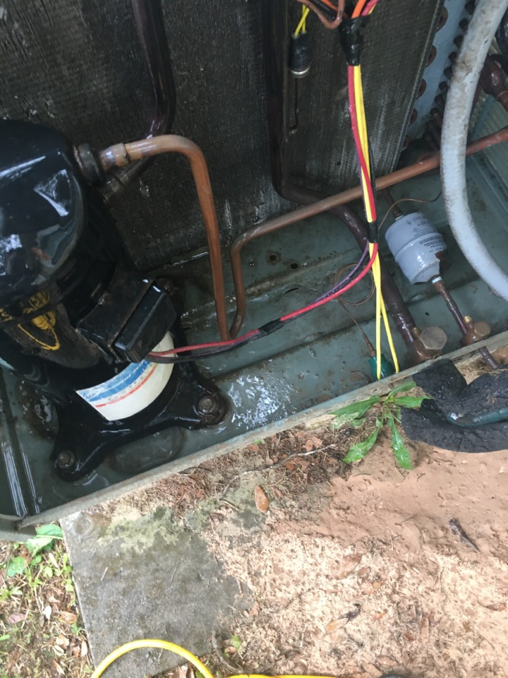 Alvin, TX - Helped home owner with air conditioning preventative maintenance care on 18-year-old R-22 system.