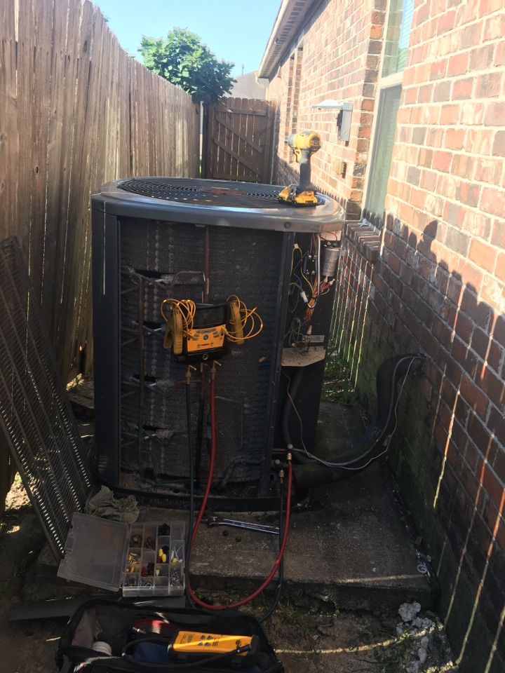 Alvin, TX - Helped home owner with leaking condenser coil.