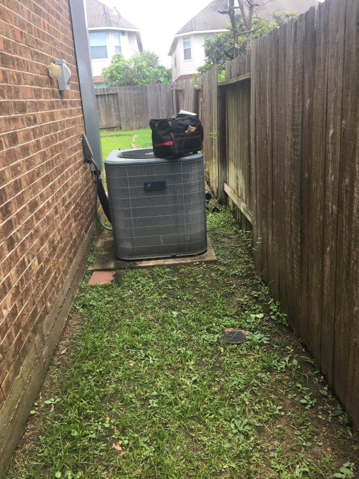 Stafford, TX - Helped home owner with replacement options. He decided a 20 system and ductwork is the one for him and his home.