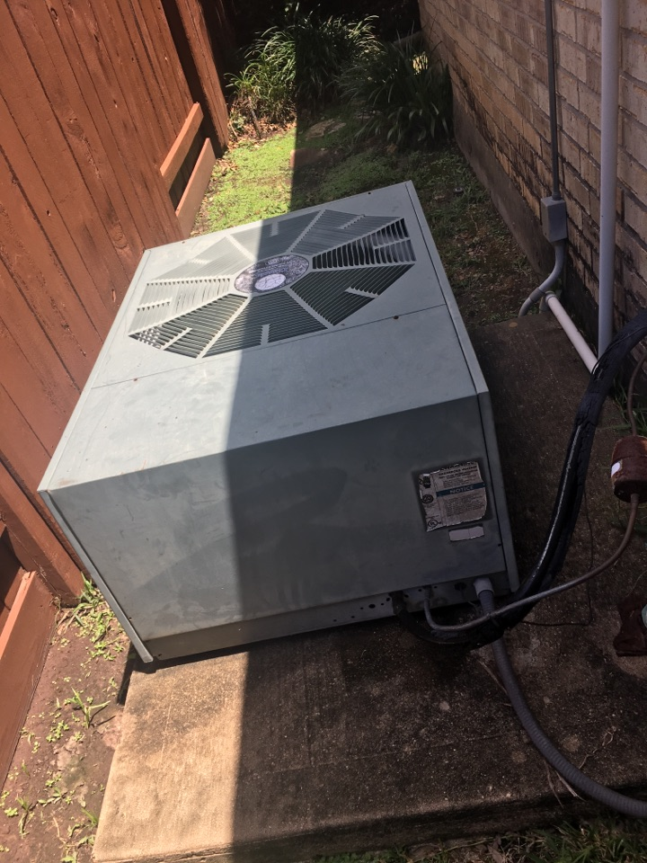 Sugar Land, TX - Helped home owner with leaking evaporator coil.