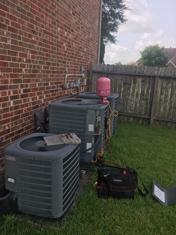 Friendswood, TX - Helped home owner with faulty thermostat.