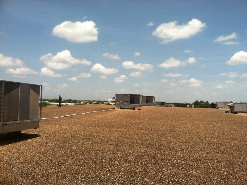 Stafford, TX - Adjustment of refrigerant charge and economizer position in new 25 TON package units.