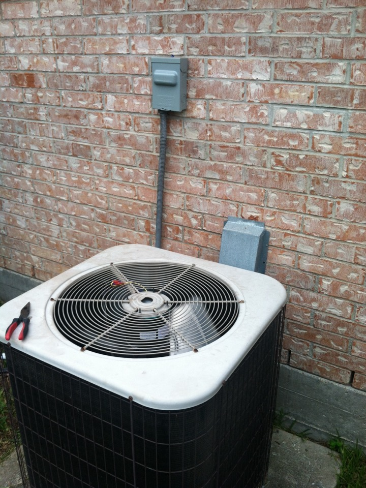 League City, TX - Replaced faulted condenser fan motor, dual run capacitor, and melted service disconnect.