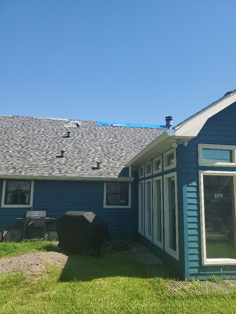 Sulphur, LA - Roof inspection with adjuster. Working for our customers trying to get them back to pre-storm condition.