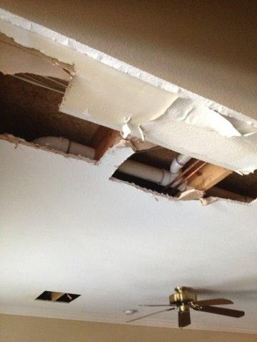 Irving, TX - Looking for water leak in ceiling.