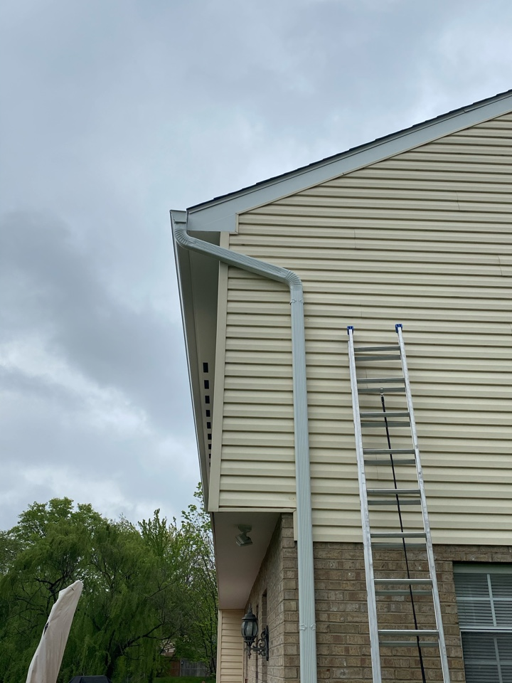 West Chester Township, OH - Quick gutter repair today in west Chester in between the showers!