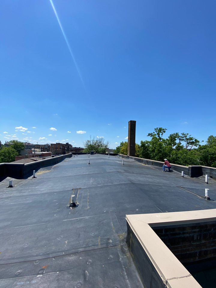 Cincinnati, OH - Sterling installed an all new .060 Black EPDM membrane Rolfing and metal coping on this apartment building in Walnut Hills.