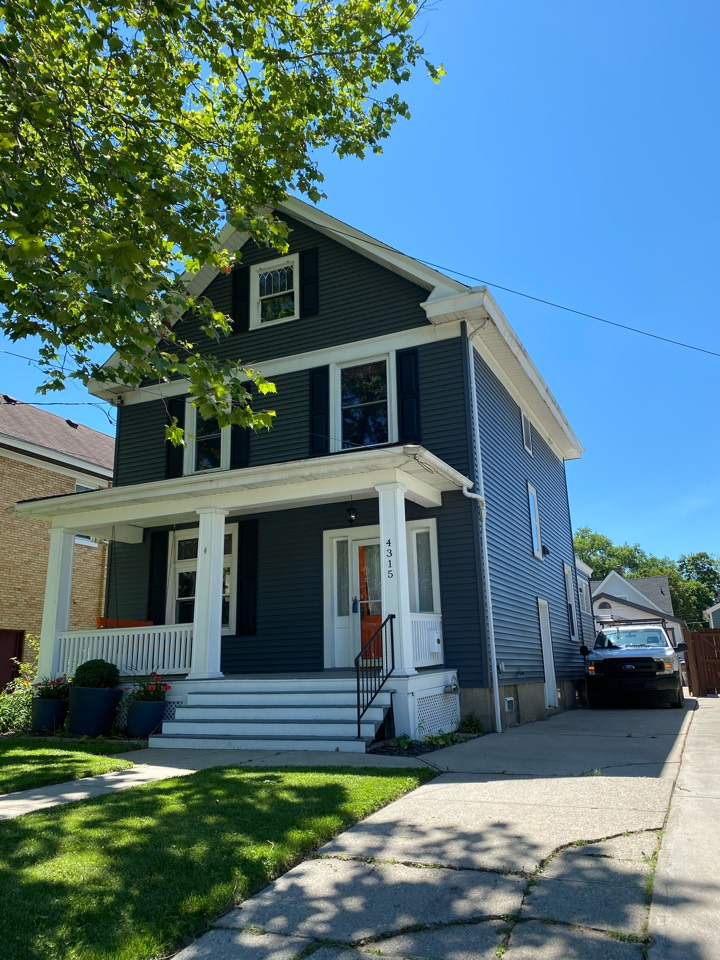 Cincinnati, OH - Sterling installed new vinyl siding and shutters on this lovely older home In Oakley.