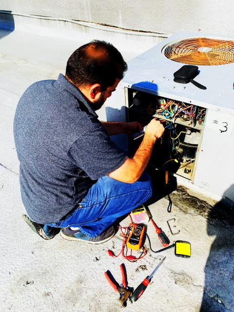 San Diego, CA - He is a brave man! Actually he is a highly skilled Technician who knows exactly what he is looking at in Rancho Bernardo, 92127.