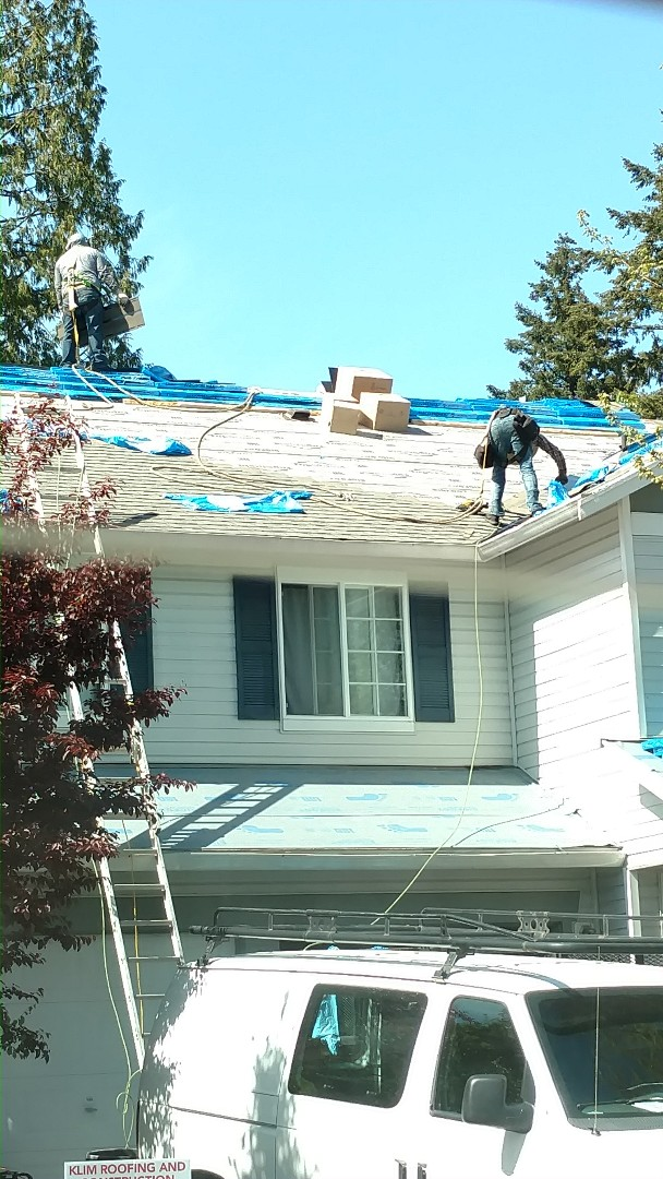 Everett, WA - Install of Pabco Premier Algae Resistant shingles in Driftwood on a residential re-roof project in Everett.