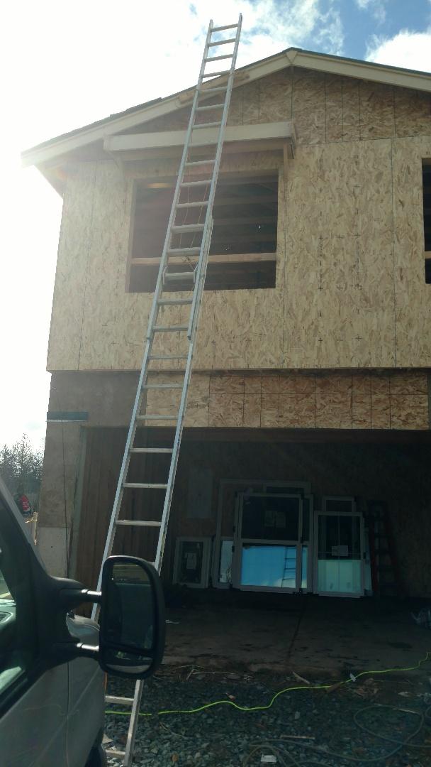 Mount Vernon, WA - Properly placed ladder good job guys