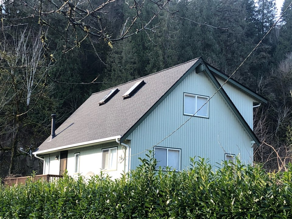 Arlington, WA - Completed re-roof with tear off of old roofing shingles and installation of GAF Timberline HD roofing shingle in charcoal.