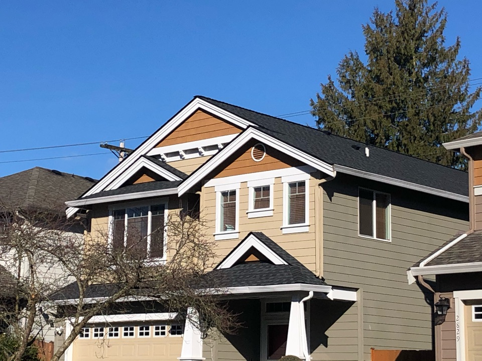 Lynnwood, WA - Completed re-roof with tear off of old roofing shingle and installation of GAF Timberline HDZ in charcoal.
