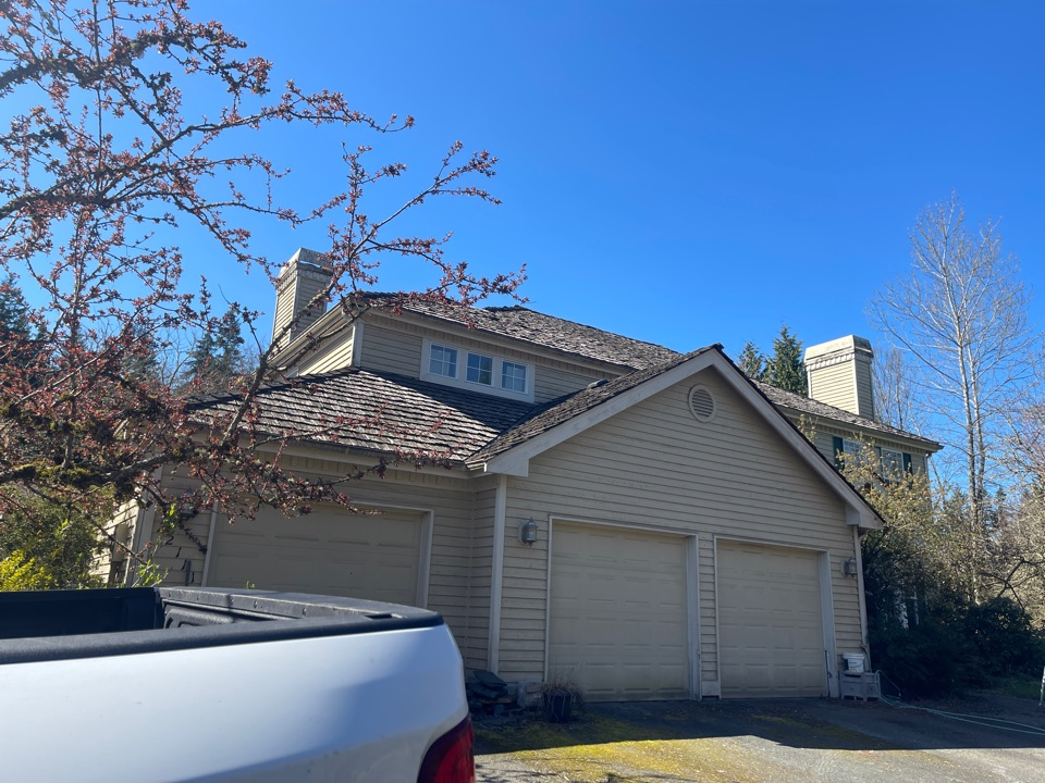 Woodinville, WA - Re roof tear off shake roof te sheet and install new roofing timberline HD shingle
