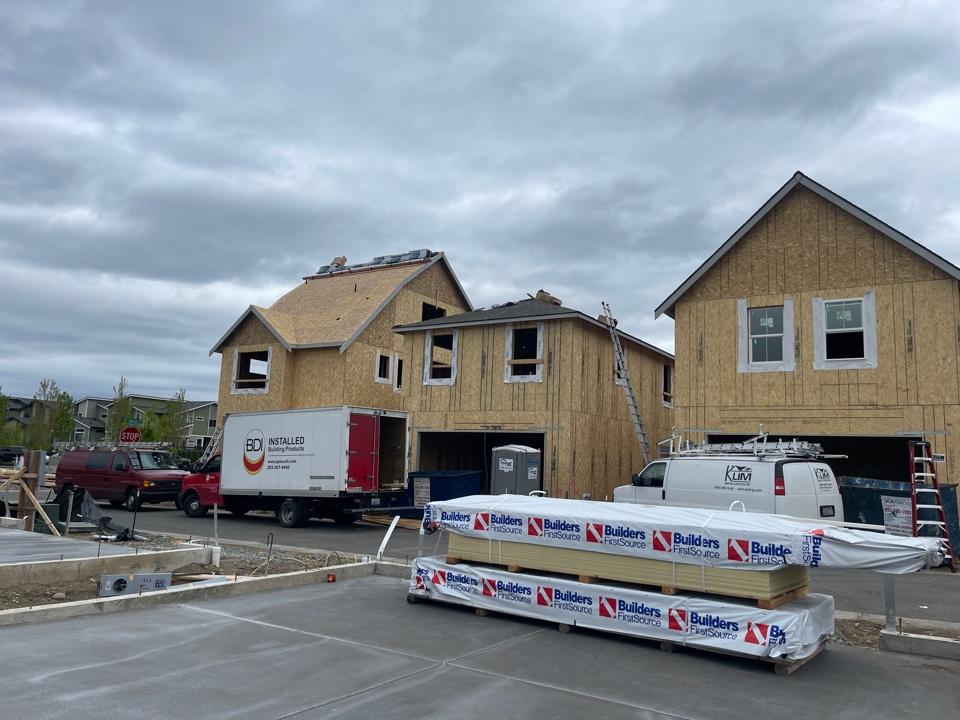 Black Diamond, WA - New Construction  installing IKO shingles