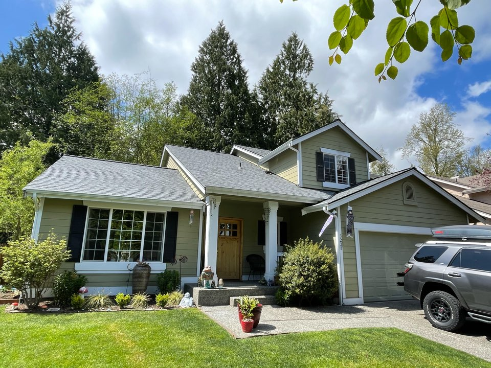 Lake Stevens, WA - Completed re-roof with a tear off of old roofing shingle and installation of GAF Timberline HDZ in pewter gray.