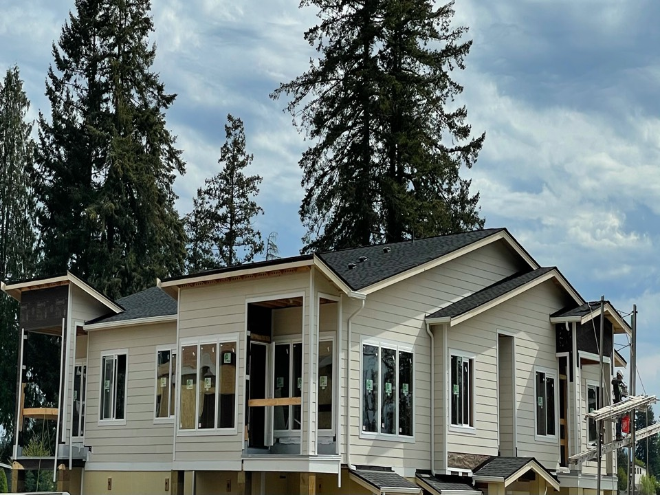 Bonney Lake, WA - New construction roofing install of IKO Cambridge AR roofing shingle in dual black.