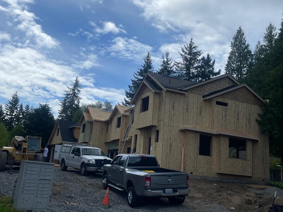Lynnwood, WA - New construction installing iko dual black shingle