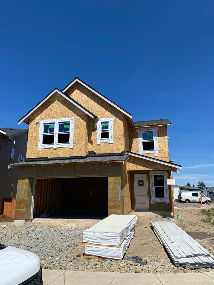 Maple Valley, WA - New construction in Maple Valley for Quadrant Homes. IKO Cambridge Charcoal Grey.