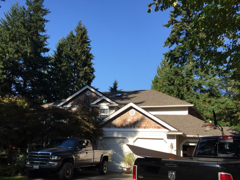 Snohomish, WA - Cedar shakes off and reroofed with Pabco Paramount Advantage Weatheredwood