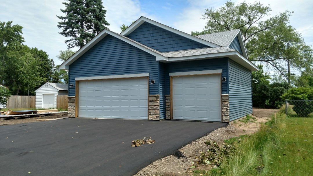 Minneapolis, MN - Another nice new construction job done by Krech Exteriors. Installed new lap vinyl siding with some vinyl shakes on the front. Installed new aluminum soffit and fascia.