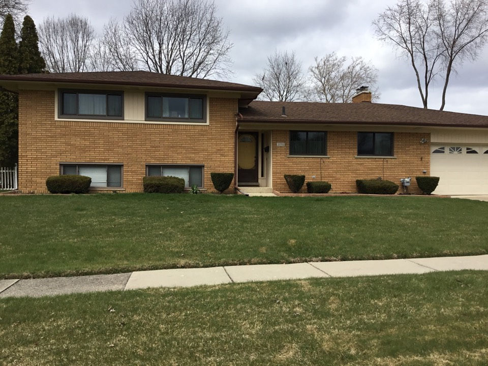 Livonia, MI - 8 Windows installed.  Replaced inefficient drafty vinyl Windows which were warped and faded.