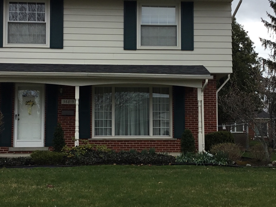 Livonia, MI - Front gliding triple picture window canvas with grilles