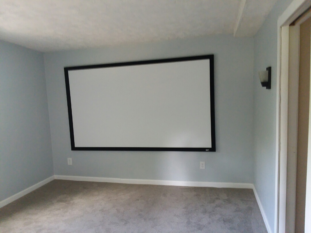 Ran across this home theater room today while doing a termite check. Media rooms are becoming more and more common, however what's unusual about this one is that it is in a home under 1200 square feet. Very nice feature while still allowing for three bedrooms and two full baths as well as a living room and dining room.