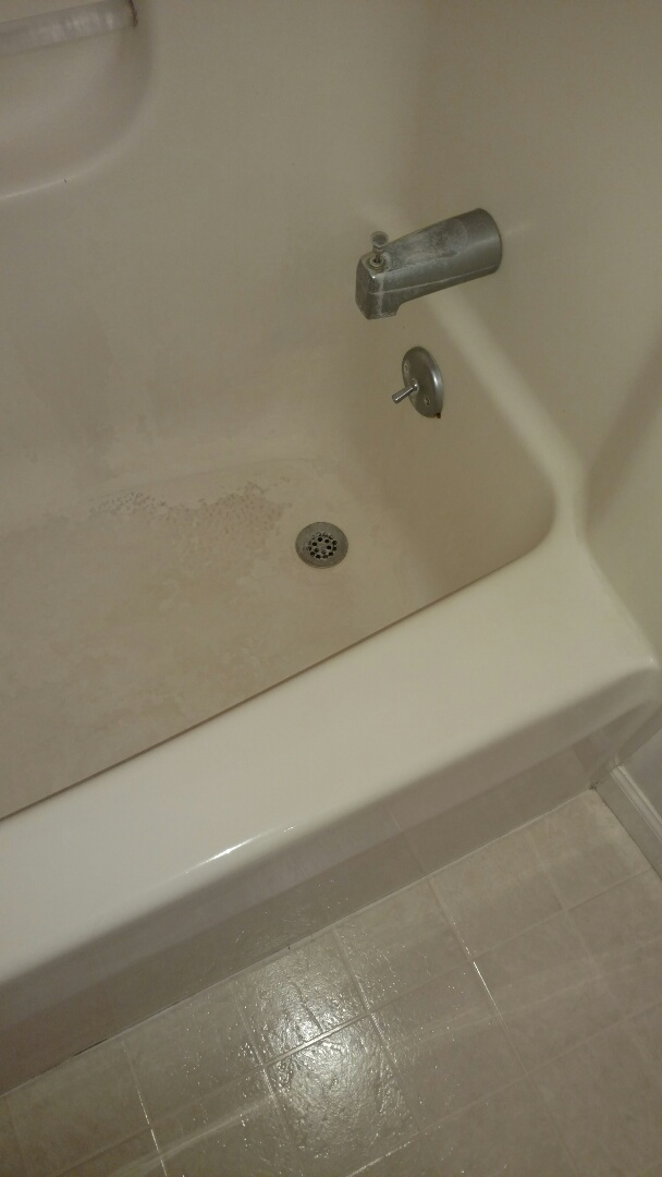 Lebanon, PA - We will be replacing this fiberglass tub with a beautiful new Re-Bath walk in shower.