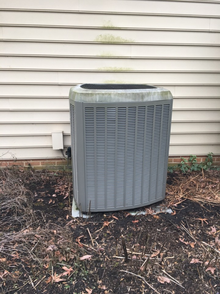 Phoenix, MD - Preventive maintenance on Lennox heat pump tune up