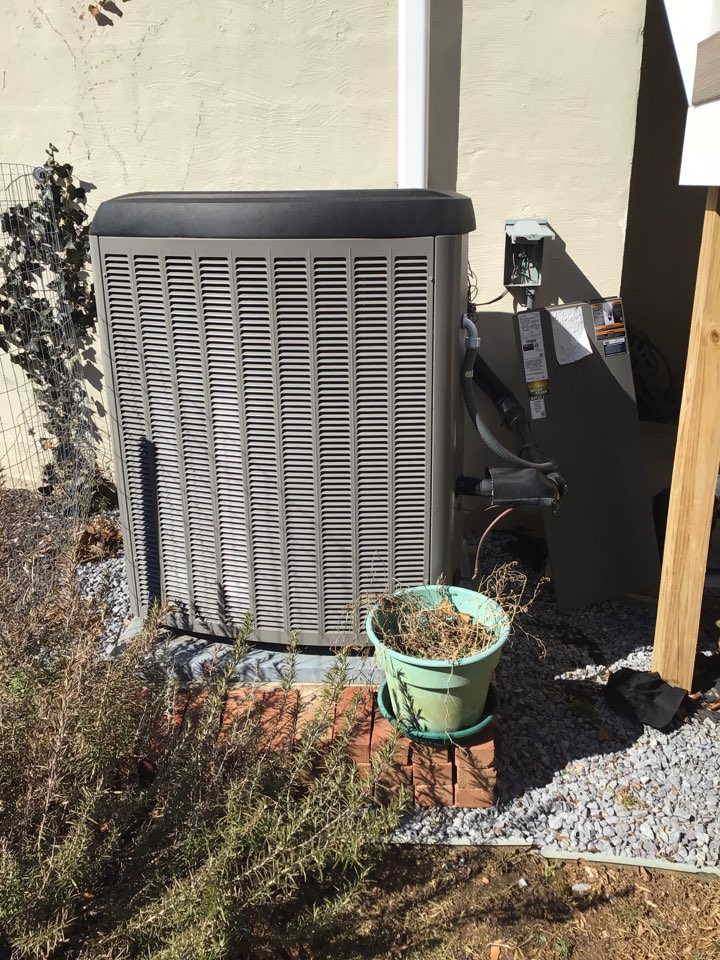 Fallston, MD - Preventive maintenance on Heat pump