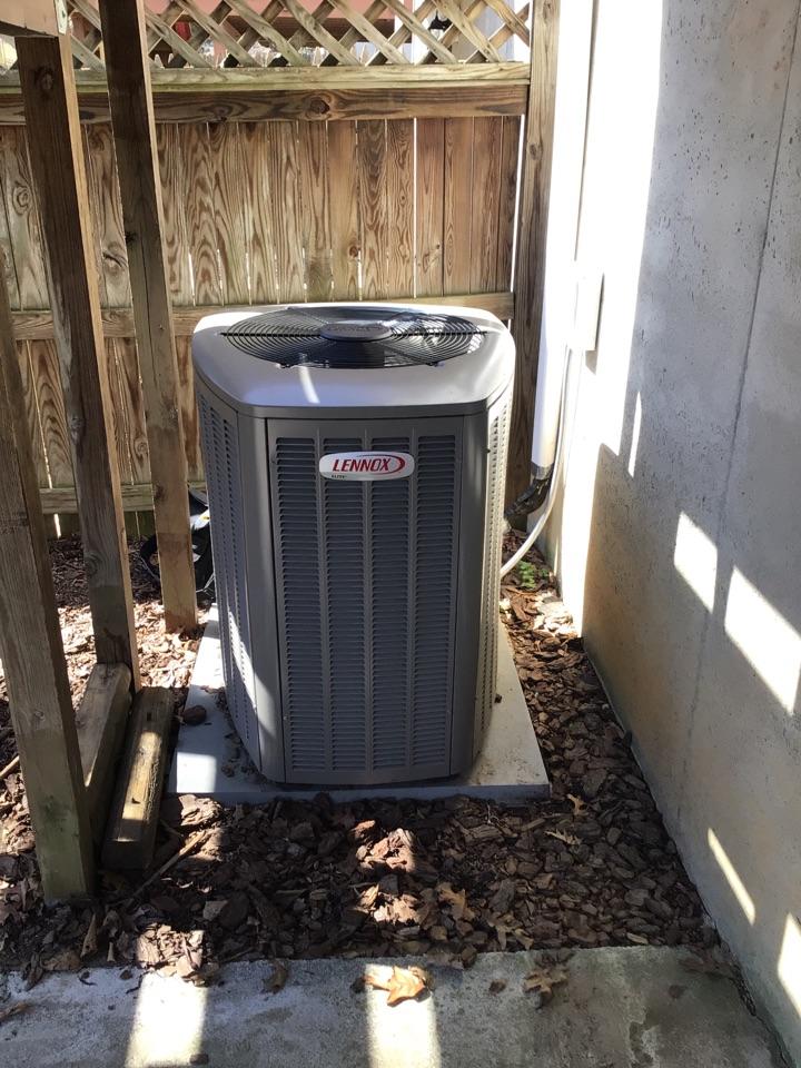 Belcamp, MD - Preventive maintenance on Lennox heat pump