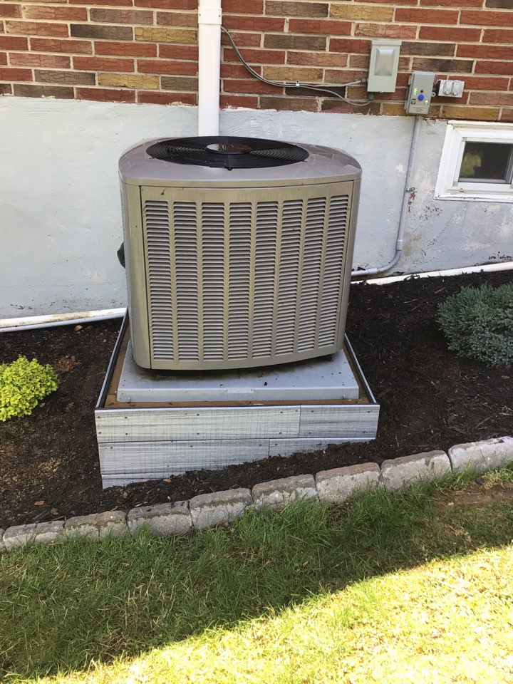 North East, MD - Preventive maintenance on a Lennox ac.