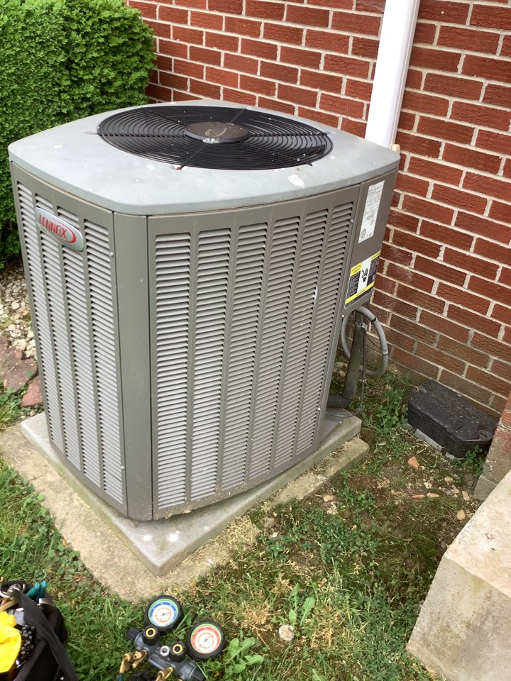 Perryville, MD - Service a air conditioner. Tune a Lennox air conditioner system