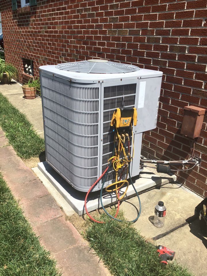 Baltimore, MD - Preventive maintenance on a carrier air conditioner