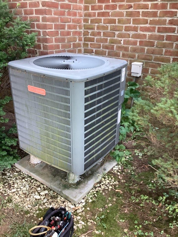 Bel Air, MD - Service a Goodman heat pump system. Repair a heat pump.