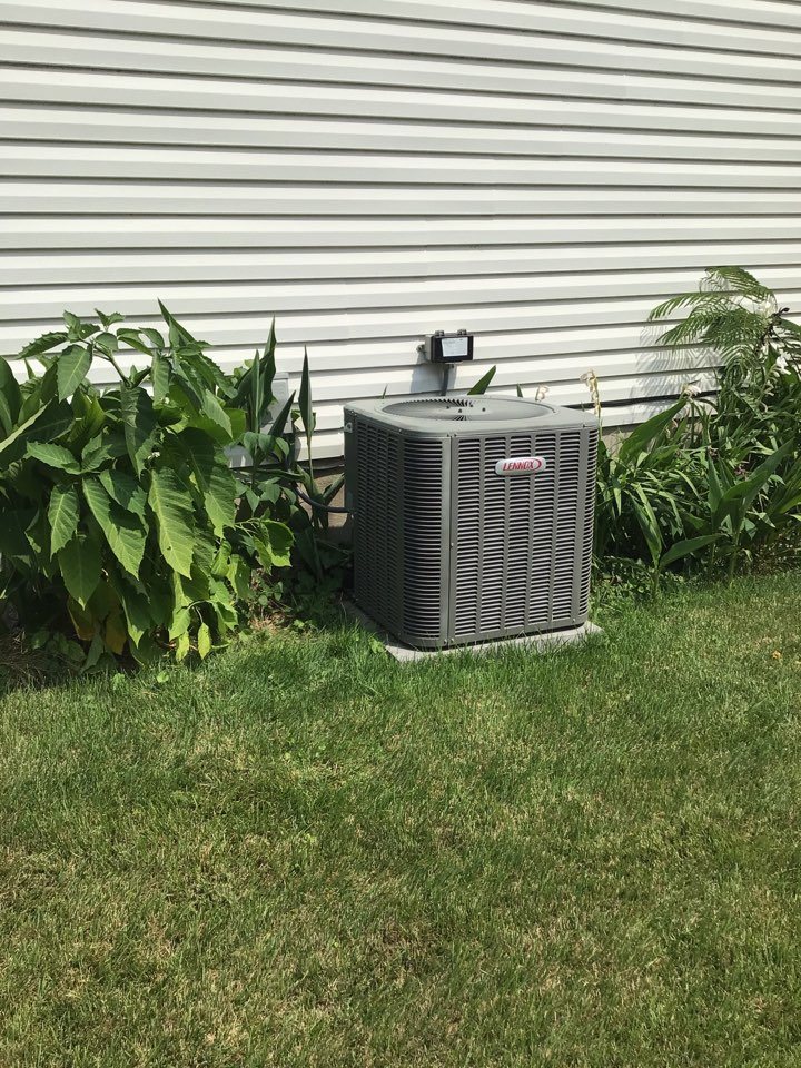 Middle River, MD - Preventive maintenance on a Lennox air conditioner