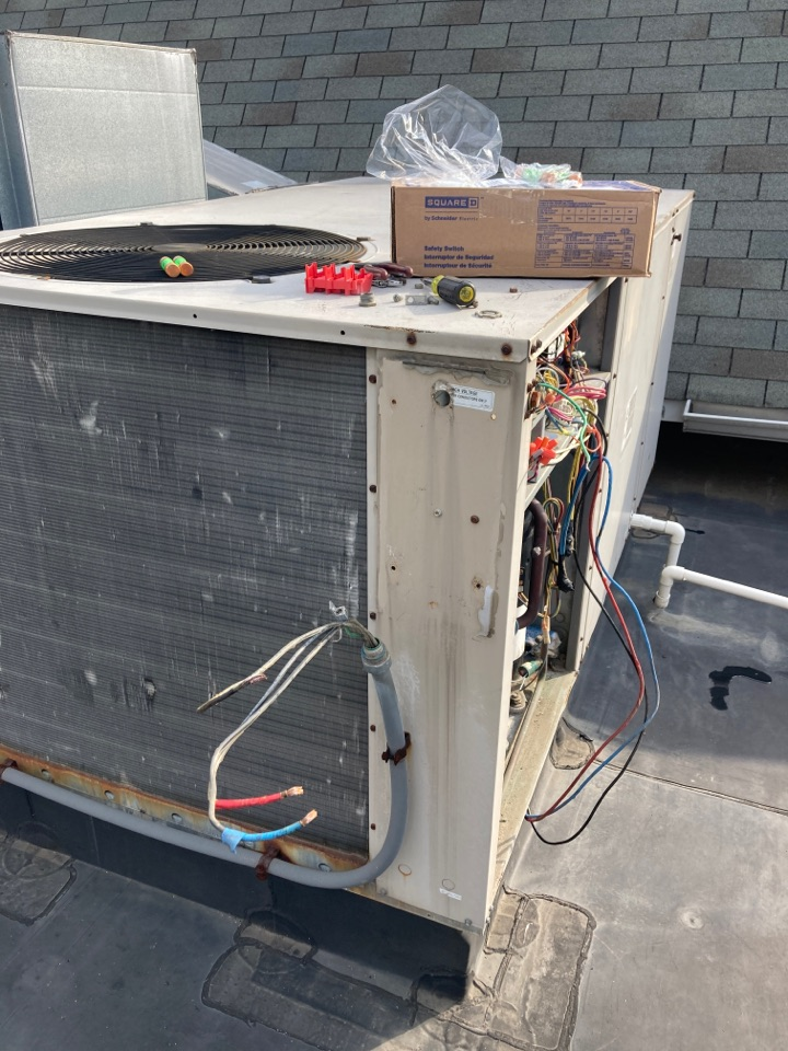 Aberdeen, MD - Replace 3 phase disconnect Lennox RTU Level Home Services
