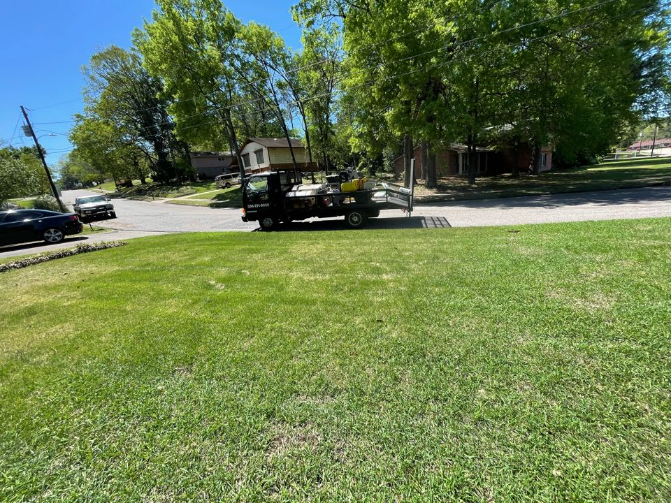 Montgomery, AL - Target Exterminating and Lawn Care. Weed Control and Fertilization company. Montgomery Alabama