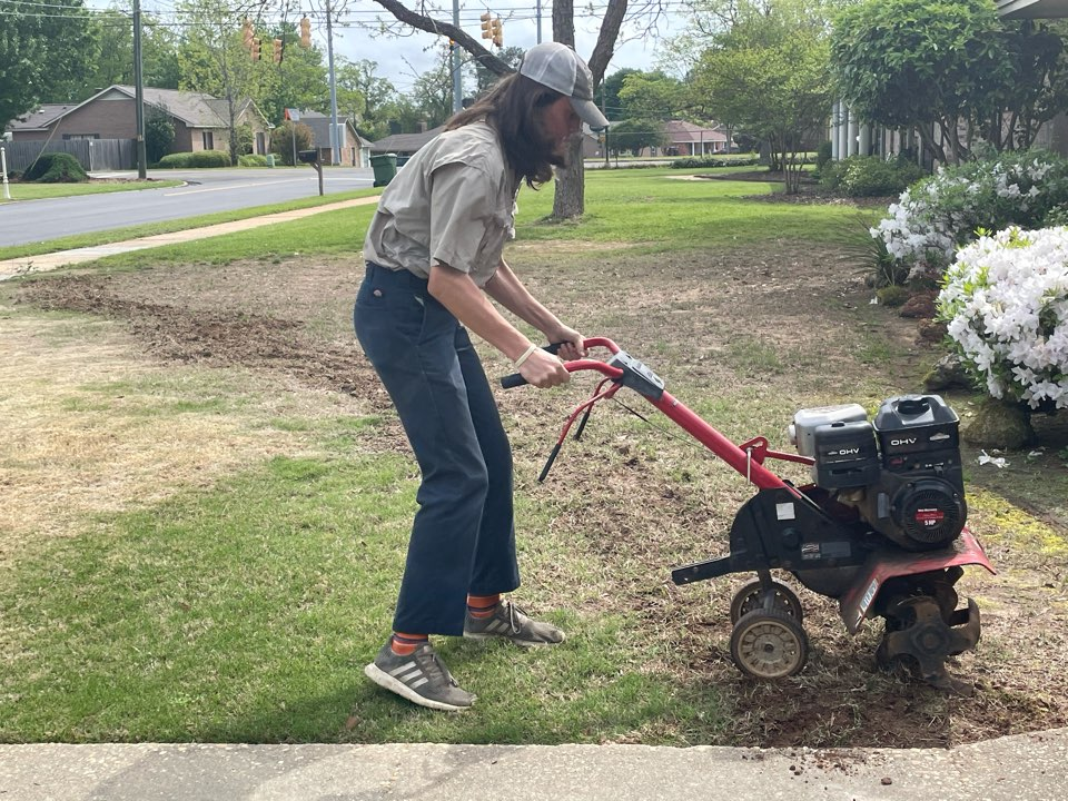 Montgomery, AL - Target Exterminating and Lawn Care. Montgomery Alabama weed Control and Fertilization company