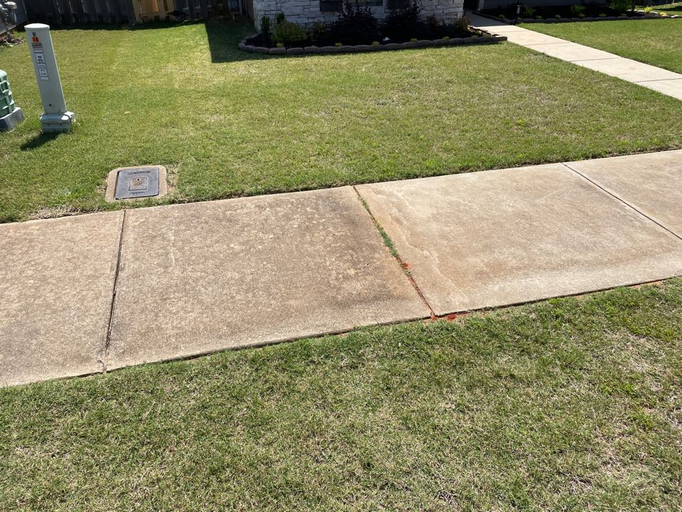 Deatsville, AL - Target Exterminating and Lawn Care. Millbrook Alabama weed Control and Fertilization company