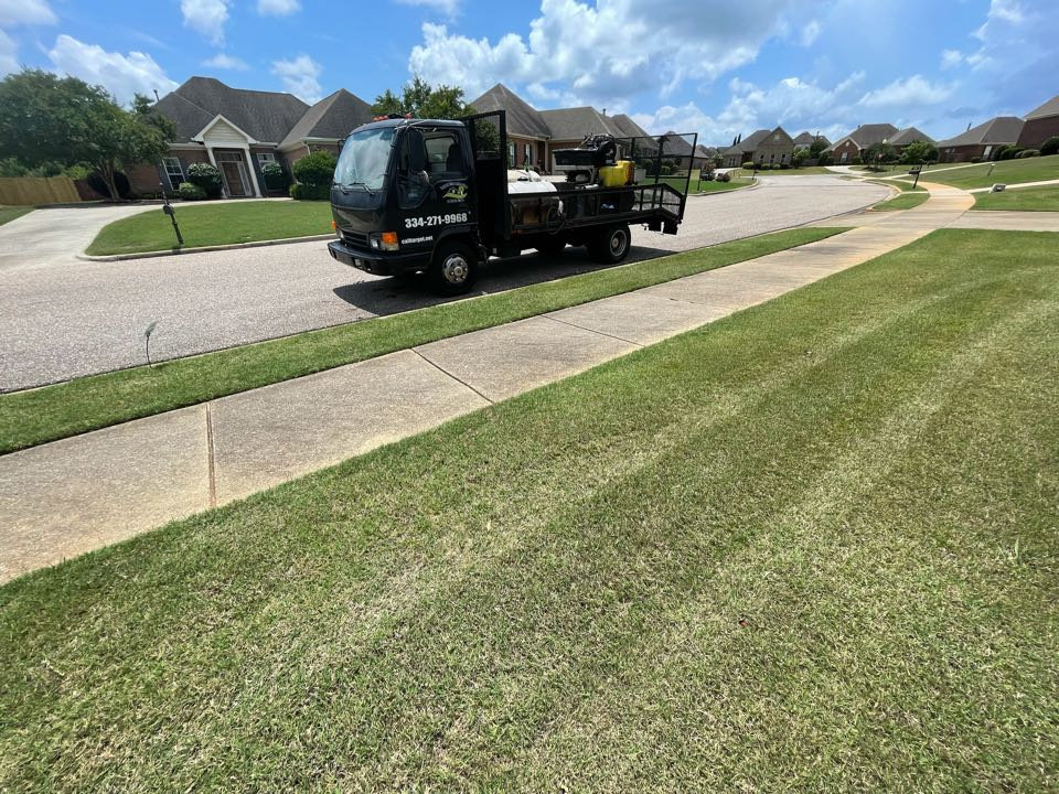 Pike Road, AL - Pike road, Alabama weed Control and Fertilization company. Target Exterminating and Lawn Care