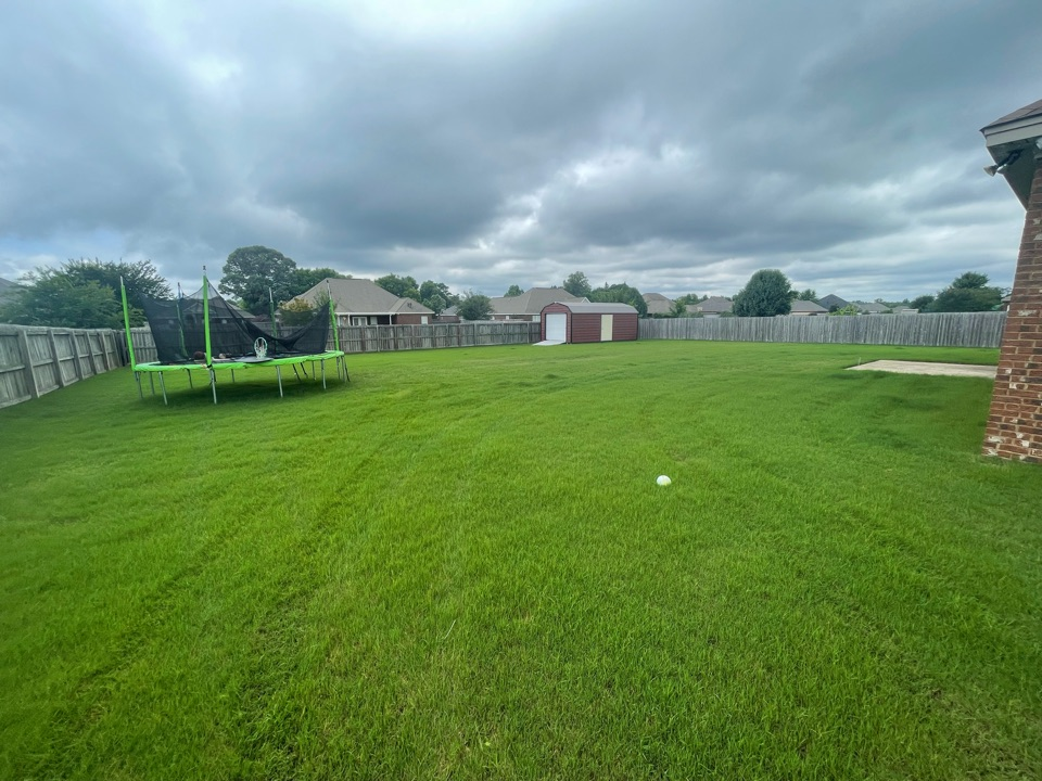 Target Exterminating and Lawn Care. Deatsville, Alabama weed Control and Fertilization company