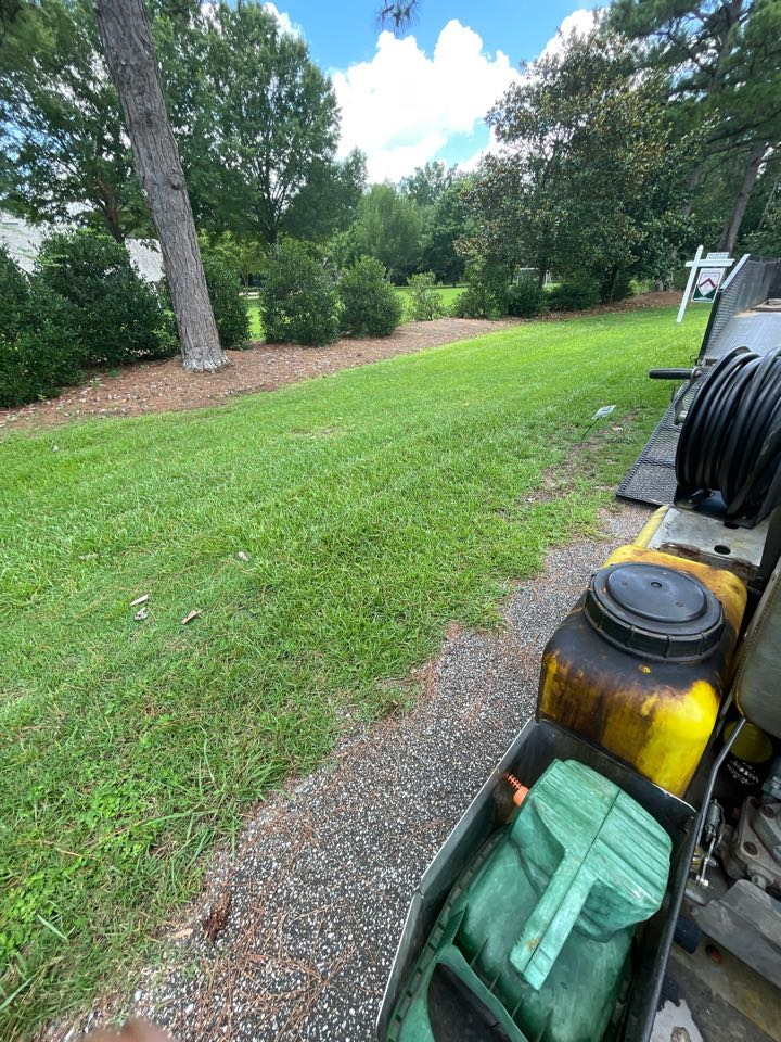 Target Exterminating and Lawn Care. Montgomery Alabama weed Control and Fertilization company