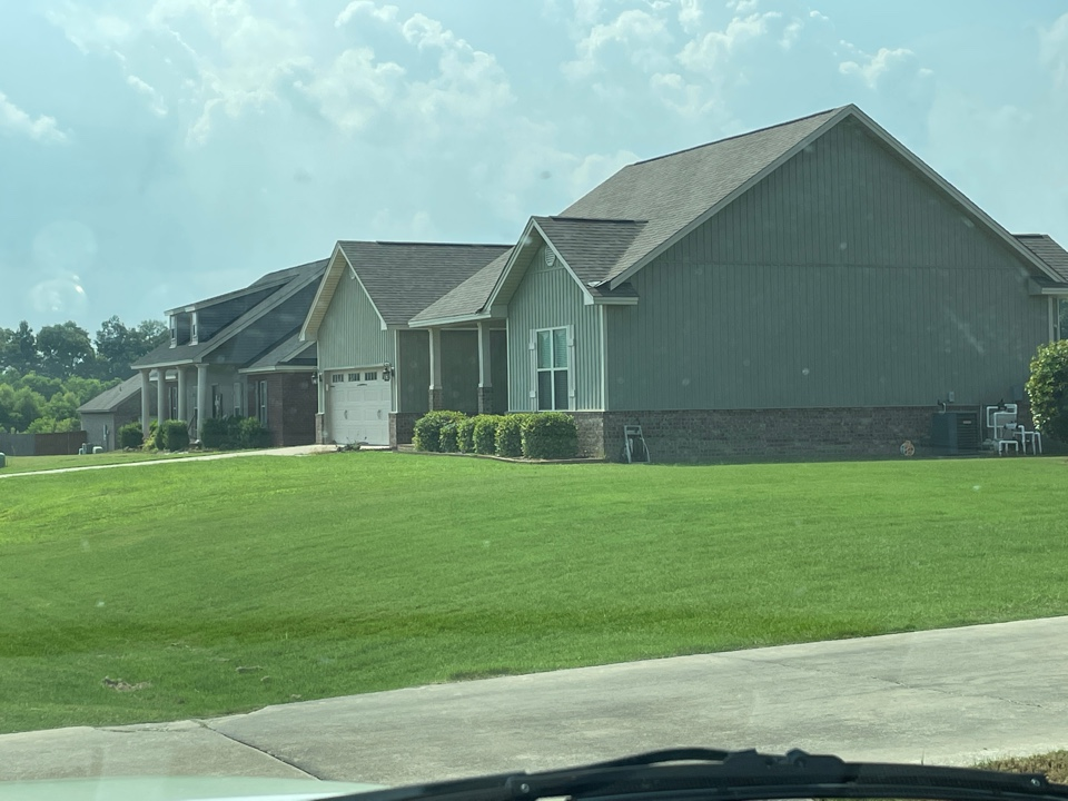 Wetumpka, AL - Deatsville weed Control and Fertilization company. Target Exterminating and Lawn Care