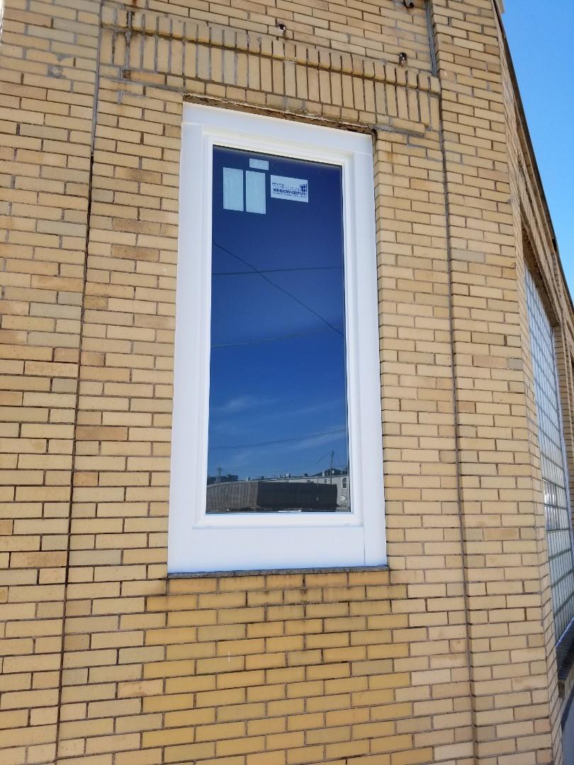 Fostoria, OH - Silver series picture windows being installed in Fostoria.