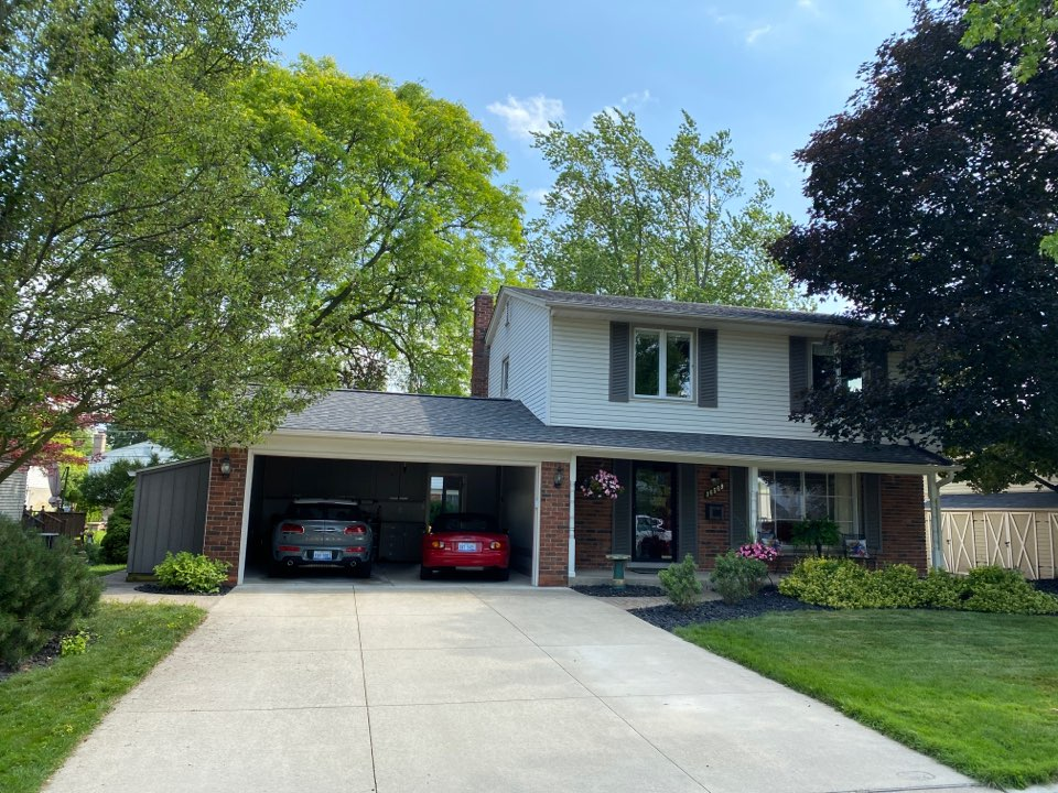 Livonia, MI - We completed this Certainteed Landmark Pro Driftwood color shingles roof last week.  Looks wonderful and homeowner extremely satisfied with crew and end result.