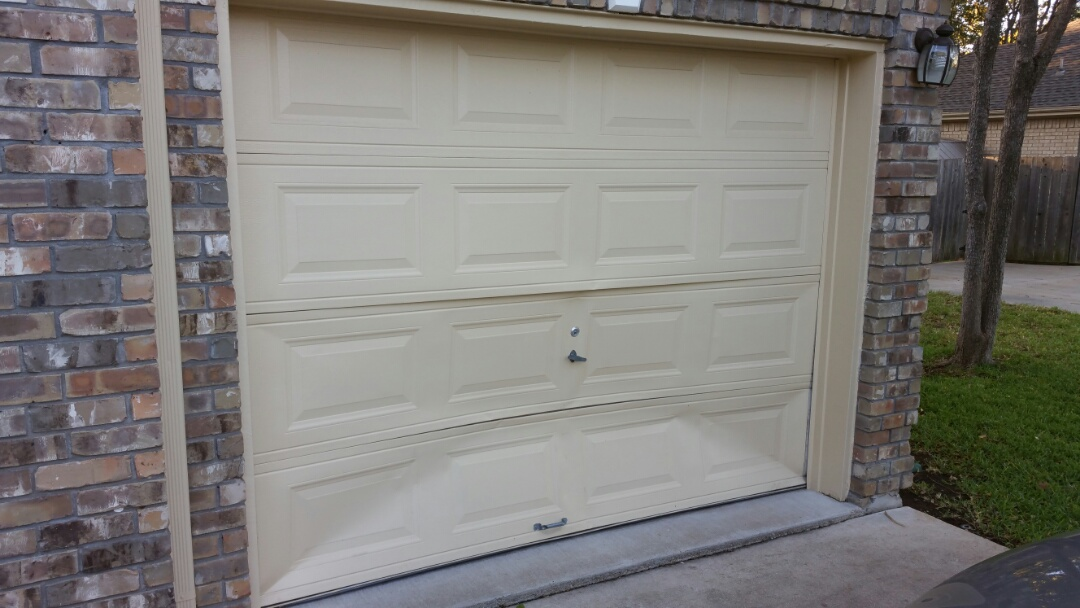 Georgetown, TX - Free estimate to replace damaged garage door sections in georgetown.
