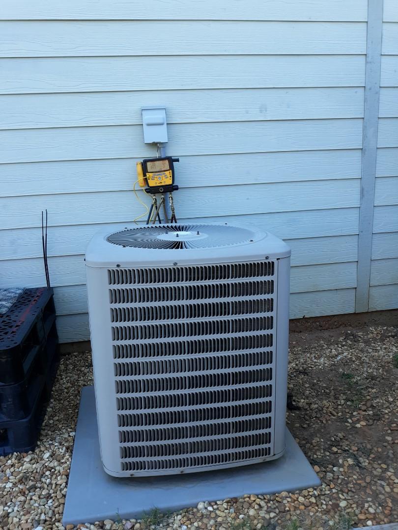 Fort Mitchell, AL - Goodman air condition repair.  Freon refrigerant check